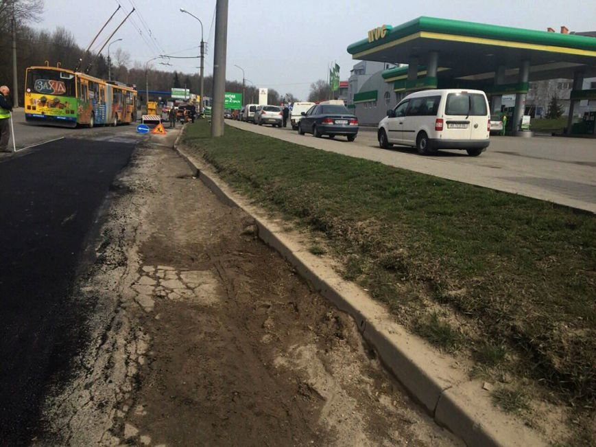 Тернопільські дорожники на болоті ремонтують дороги (фото) (фото) - фото 1