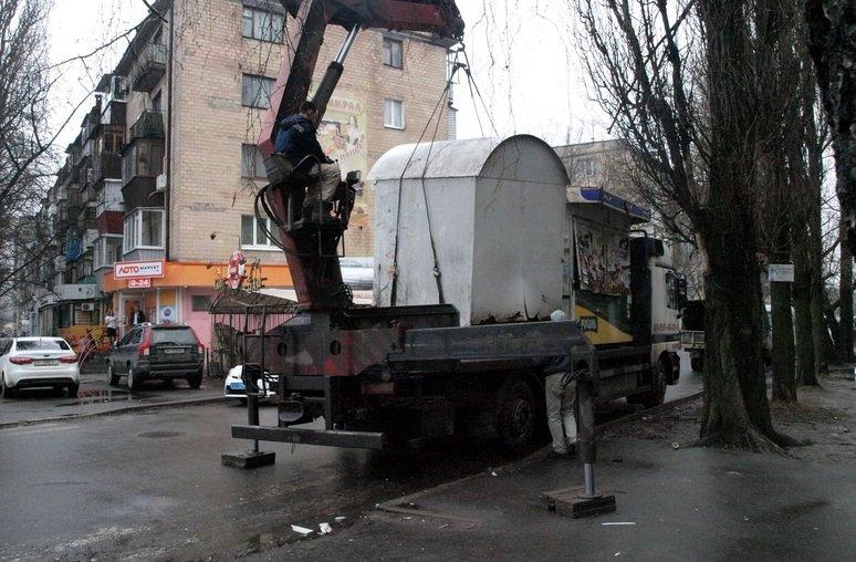 В Полтаві розпочали демонтувати незаконно встановлені кіоски (ФОТО) (фото) - фото 2