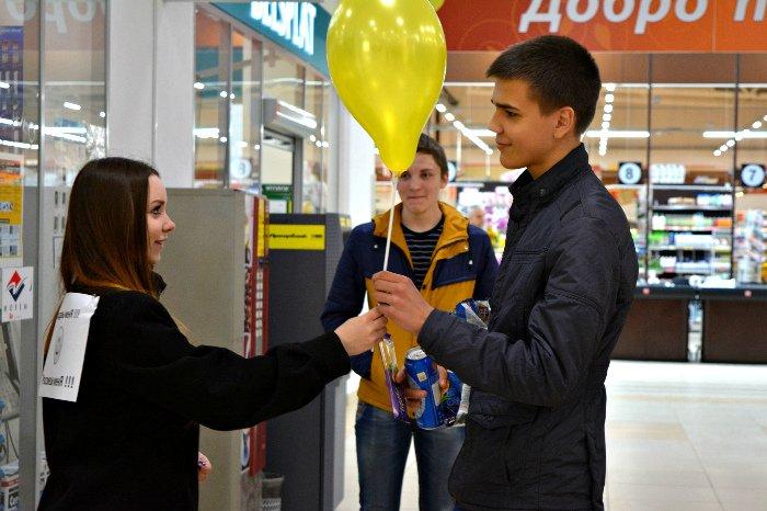 Как в Новополоцке прошла акция разноцветного настроения: смущение, улыбки и удивление, фото-19