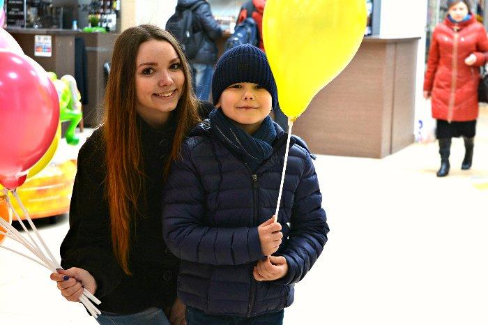 Как в Новополоцке прошла акция разноцветного настроения: смущение, улыбки и удивление, фото-5