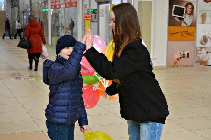 Как в Новополоцке прошла акция разноцветного настроения: смущение, улыбки и удивление, фото-6