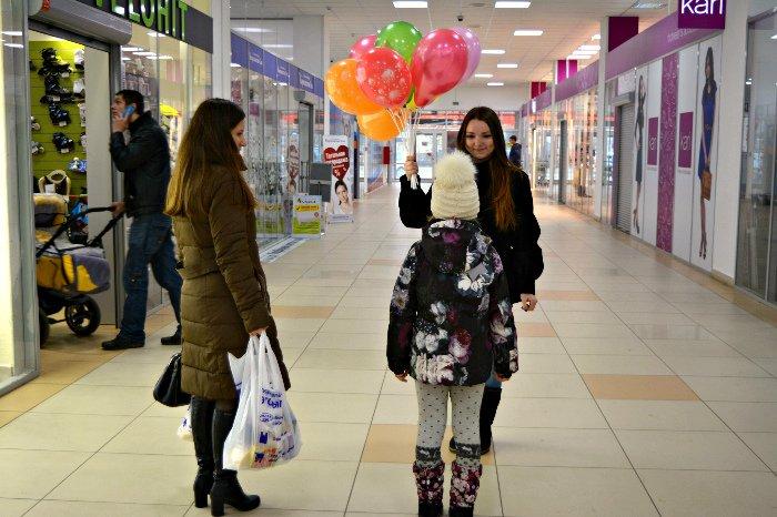 Как в Новополоцке прошла акция разноцветного настроения: смущение, улыбки и удивление, фото-7
