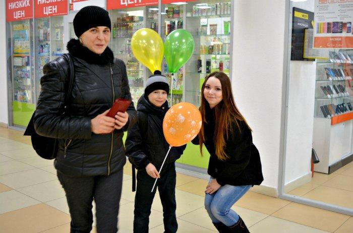 Как в Новополоцке прошла акция разноцветного настроения: смущение, улыбки и удивление, фото-16
