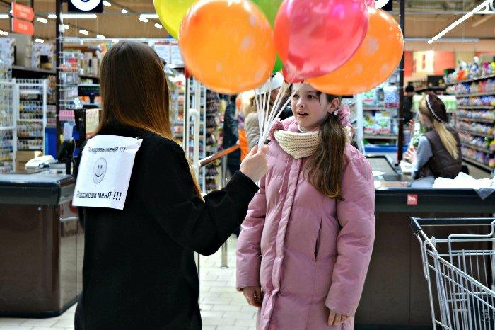 Как в Новополоцке прошла акция разноцветного настроения: смущение, улыбки и удивление, фото-9