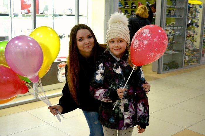 Как в Новополоцке прошла акция разноцветного настроения: смущение, улыбки и удивление, фото-8