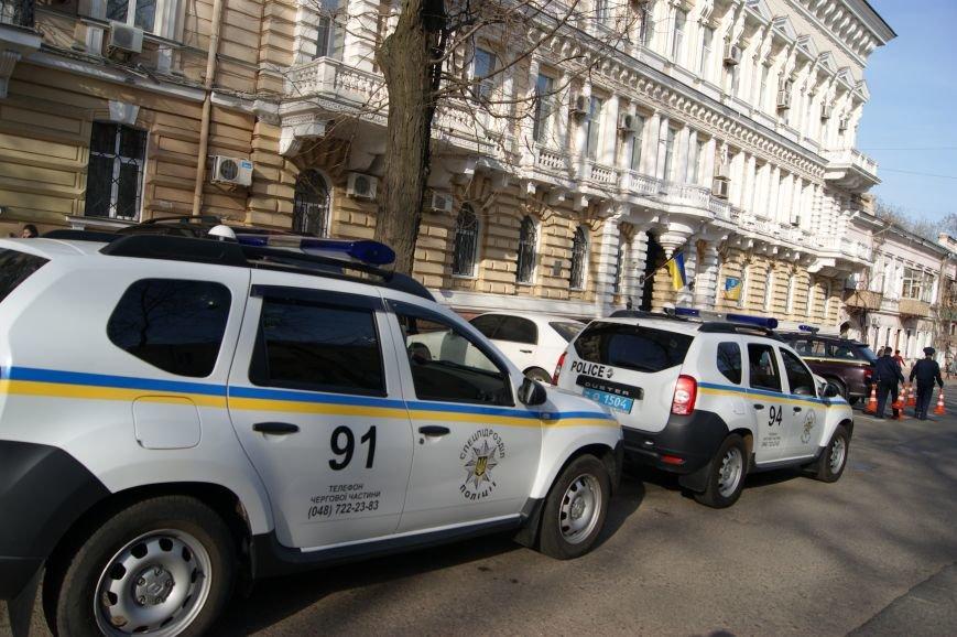 8794ad19f15cd54c25c58c0c5836d75b В Одессу стянули дополнительные силы полиции