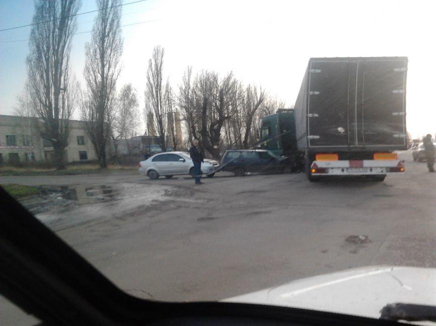 В Красноармейском (Покровском) районе произошло ДТП: есть пострадавшие (фото) - фото 3