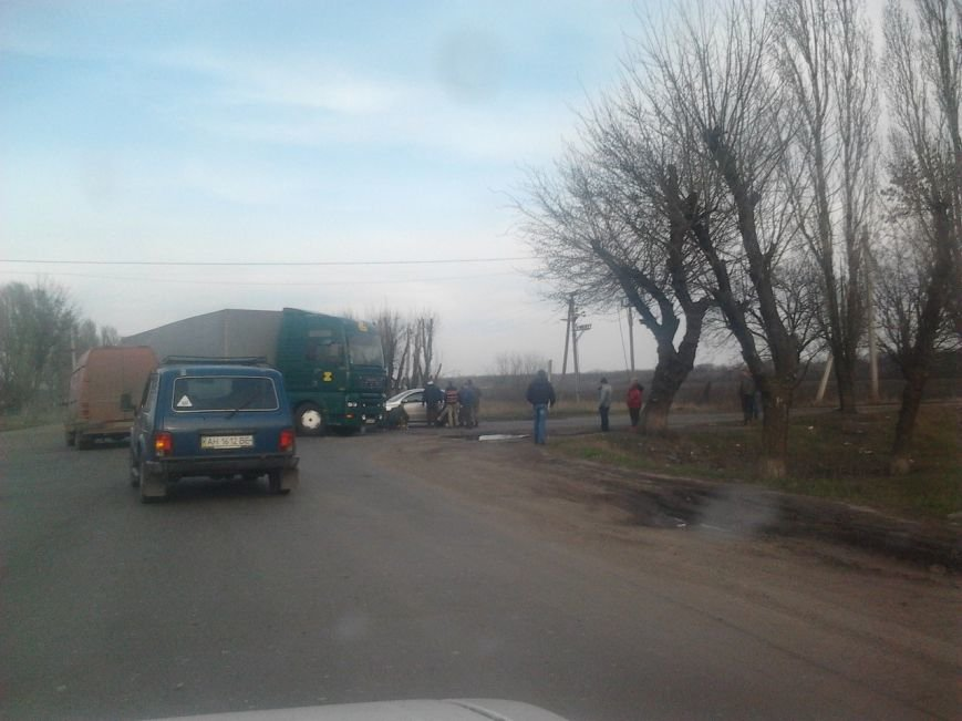 В Красноармейском (Покровском) районе произошло ДТП: есть пострадавшие (фото) - фото 1