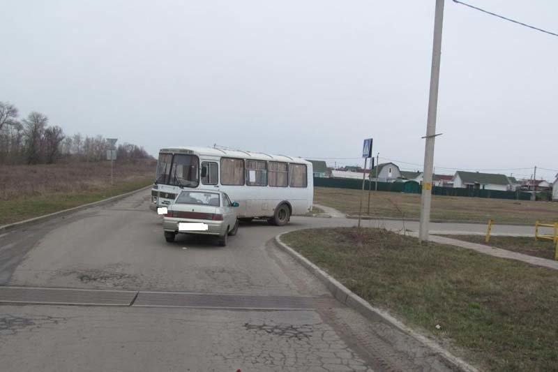 В Белгороде лоб в лоб столкнулись «Ниссан» и «Нива Шевроле» (фото) - фото 2