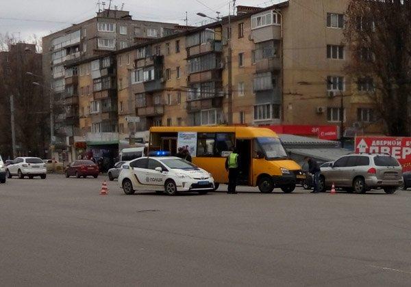 На Слобожанском проспекте столкнулись маршрутка и легковушка (ФОТО), фото-2