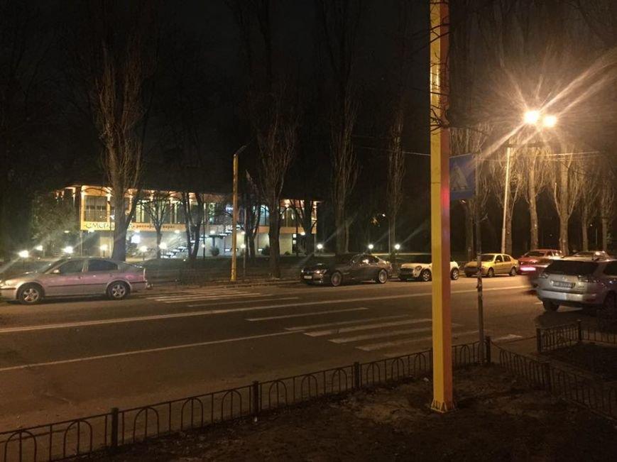 На Русановской набережной установили первый пешеходный переход с подсветкой (ФОТО, ВИДЕО) (фото) - фото 1