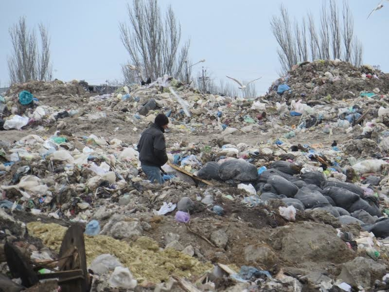 В Мариуполе на полигоне ТБО мусоровоз задавил бездомного (ФОТО), фото-9