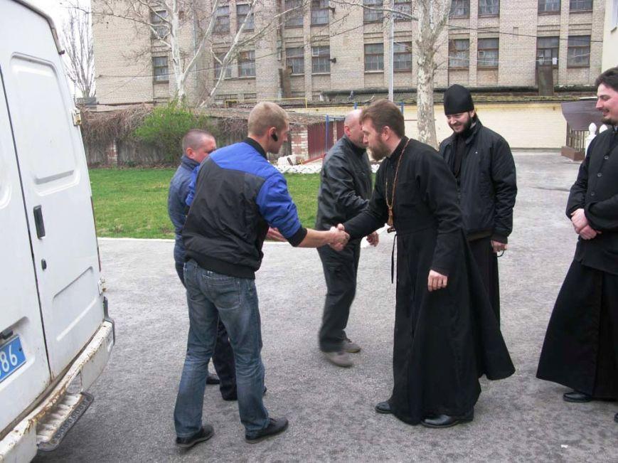 Херсонские священнослужители передали продукты батальону