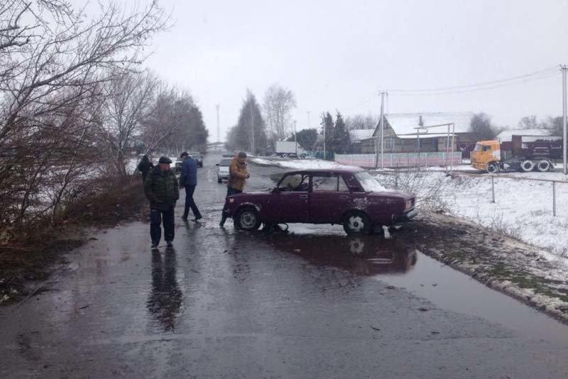В Белгородской области мотоциклист-бесправник сбил пешехода (фото) - фото 1