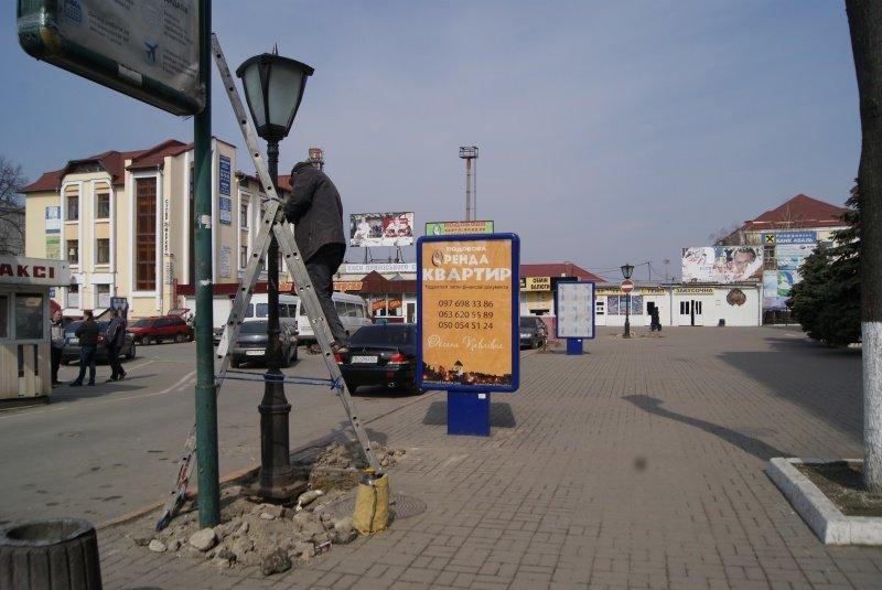 У Тернополі біля вокзалу встановлюють нові ліхтарі, фото-1