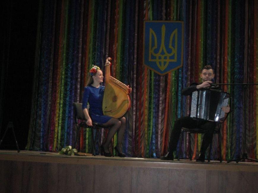 В Бердянске  звучали баян и бандура в честь волонтеров (фото) - фото 1