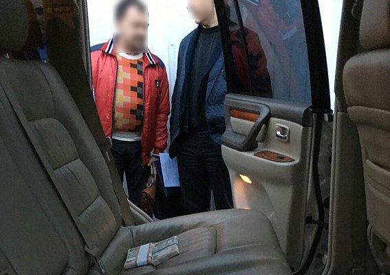 Чиновник на «Лексусе» получил 96 тысяч взятки: как проходило задержание (ФОТО) (фото) - фото 3