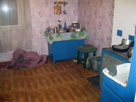 Под Харьковом сын жестоко избил свою пожилую мать (ФОТО) (фото) - фото 1