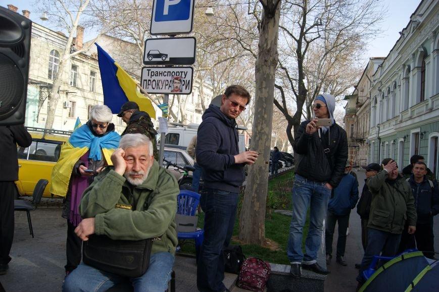 Шестой день прокурорского майдана: живая цепь из одесситов, виселица и замки на дверях (ФОТО, ВИДЕО) (фото) - фото 1