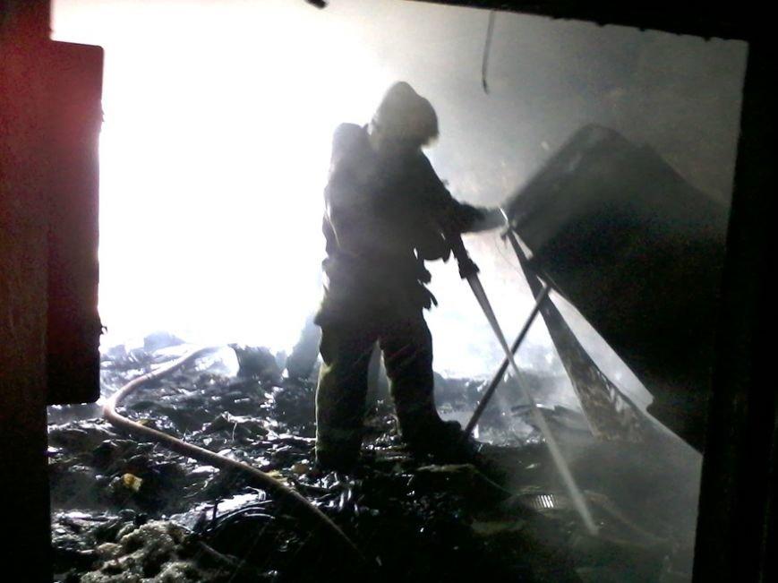 В Полтаве спасатели около двух часов тушили пожар в заброшенном здании (ФОТО) (фото) - фото 1
