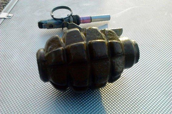На мариупольском Ж/Д задержан военный с гранатой (ФОТО) (фото) - фото 1