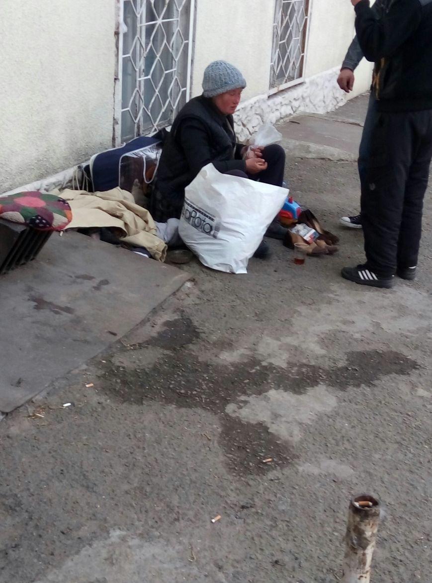 В центре Одессы бомжи основали грозный бизнес (ФОТО) (фото) - фото 1