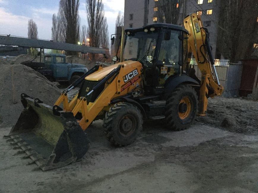 Харьковские налоговики обнаружили стройку с рабочими-нелегалами и зарплатами в конвертах (фото) - фото 1