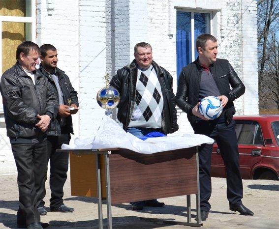 Кіровоградські поліцейські підтримали гравців футбольної команди загиблого в зоні АТО земляка та надали допомогу його родині (ФОТО) (фото) - фото 2