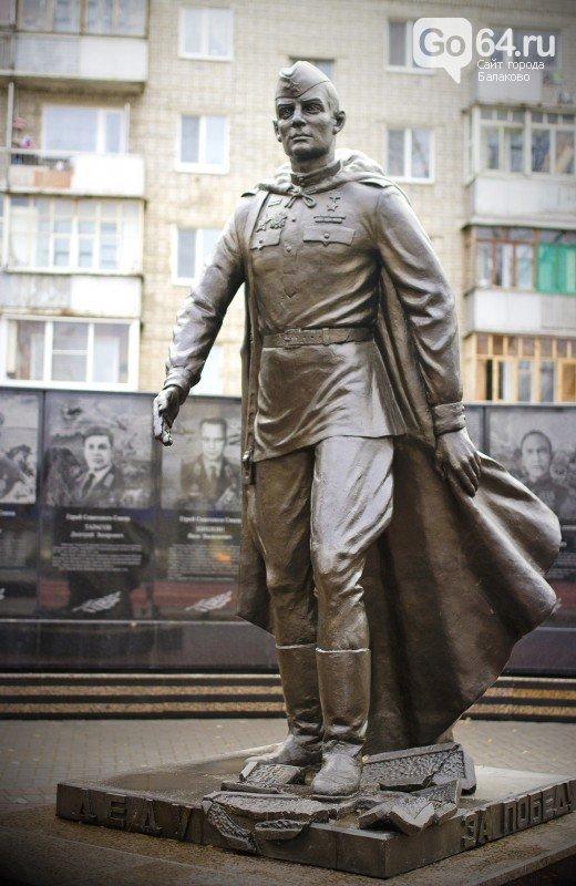 На «Аллее Героев» в Балаково будет расти сирень и отремонтируют памятник солдату-победителю (фото) - фото 1