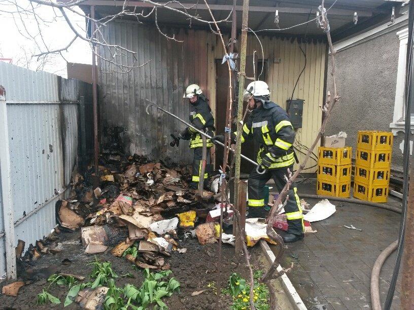 В Мариуполе горел продуктовый магазин (ФОТО), фото-1