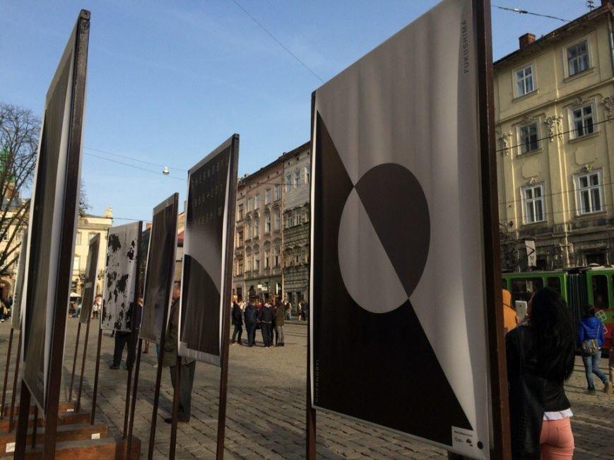 На Площі Ринок відкрили виставку про Чорнобиль та Фукусіму (ФОТО) (фото) - фото 1