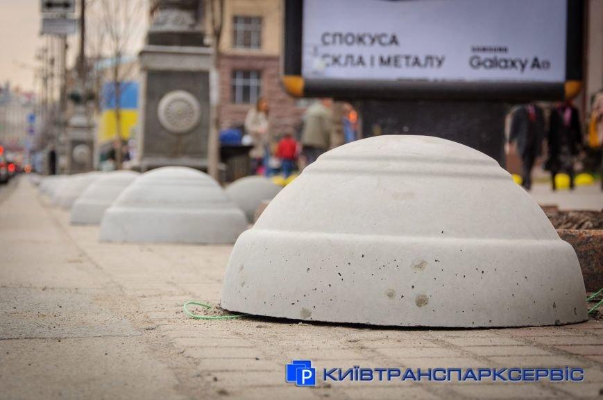 На Крещатике установили модернизированные полусферы (ФОТОФАКТ), фото-1
