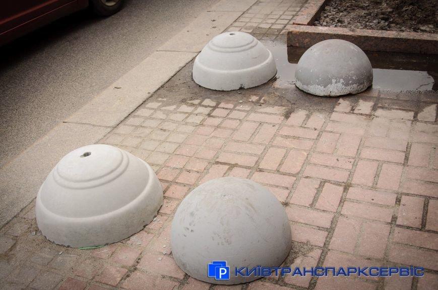 На Крещатике установили модернизированные полусферы (ФОТОФАКТ), фото-2