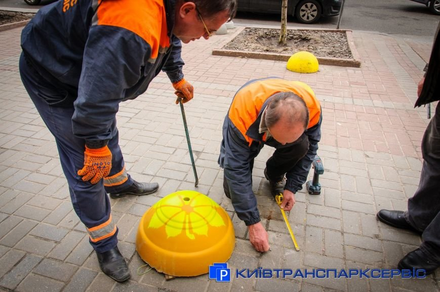На Крещатике установили модернизированные полусферы (ФОТОФАКТ), фото-3