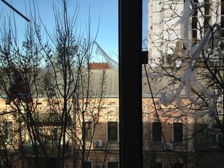 Центр Одессы из-за стройки элитной многоэтажки увешен полиэтиленовыми пакетами (ФОТО) (фото) - фото 2
