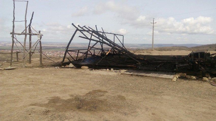 В Анапе сгорела торговая палатка (фото) - фото 2