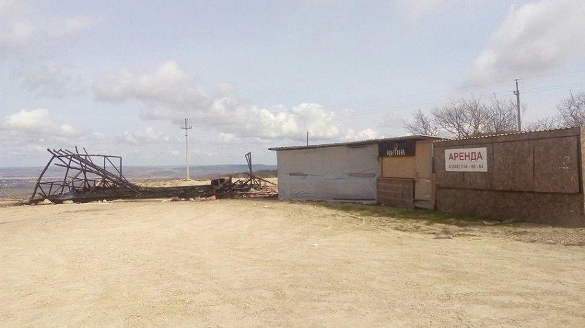 В Анапе сгорела торговая палатка (фото) - фото 1