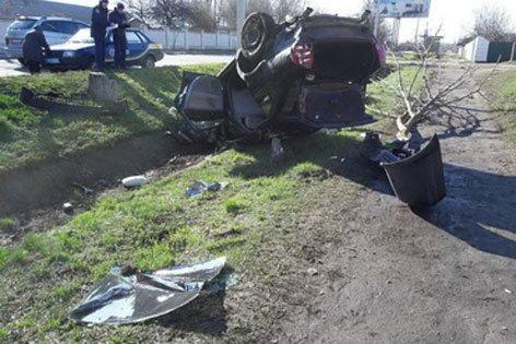 Под Харьковом иномарка попала в аварию: машину несколько раз