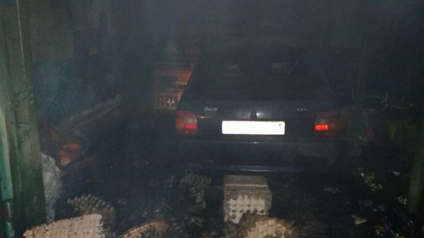 В Кременчуге на Второй Занасыпи горел автомобиль вместе с гаражом (ФОТО) (фото) - фото 1