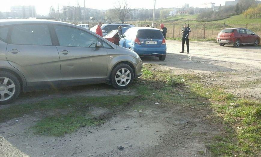 У Рівному на парковці сталася автопригода [ФОТО] (фото) - фото 7