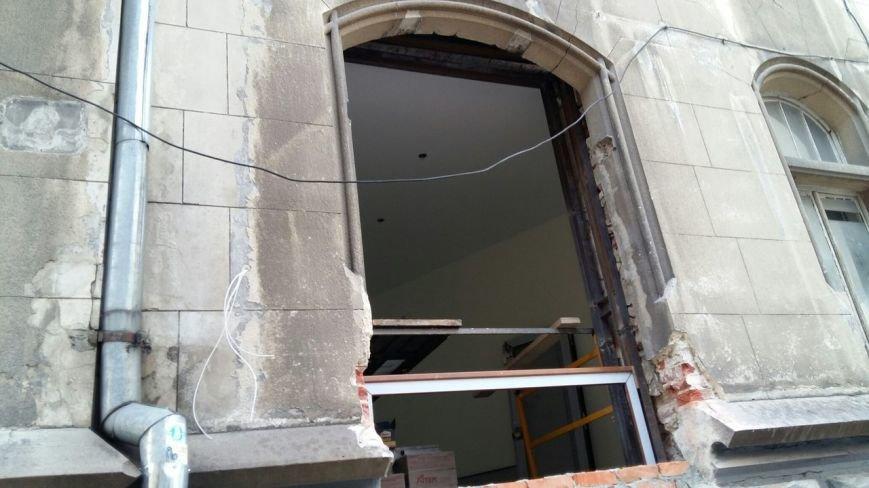 Зявилися фото пошкодженої пам'ятки архітектури на вулиці Фредра у Львові (ФОТО) (фото) - фото 1