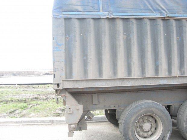 На Полтавщине водитель грузовика въехал в заправку (фото) - фото 1