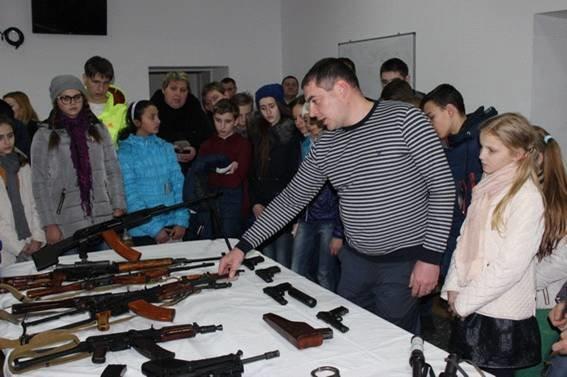 Кіровоградські школярі завітали до київського главку поліції (ФОТОРЕПОРТАЖ) (фото) - фото 1