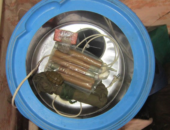 На Сумщине пьяный мобилизованный хвастался «трофеями» из АТО, подрывая гранаты (ФОТО) (фото) - фото 1