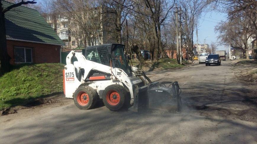 Ремонт дорог в Днепропетровске: за февраль и март на ямы положили 5 тысяч тонн асфальта (фото) - фото 4
