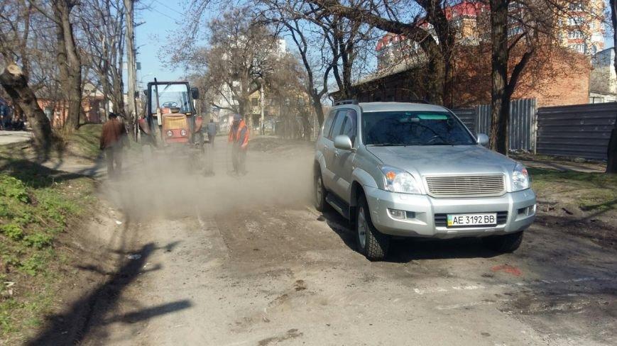 Ремонт дорог в Днепропетровске: за февраль и март на ямы положили 5 тысяч тонн асфальта (фото) - фото 2