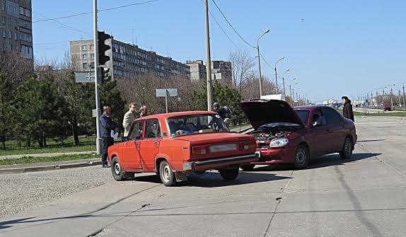 В Мариуполе на перекрестке без светофора не разъехались две легковушки (ФОТО), фото-5