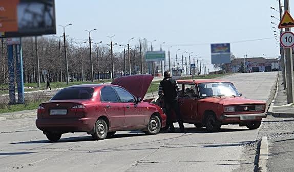В Мариуполе на перекрестке без светофора не разъехались две легковушки (ФОТО), фото-1