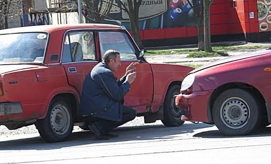 В Мариуполе на перекрестке без светофора не разъехались две легковушки (ФОТО), фото-9