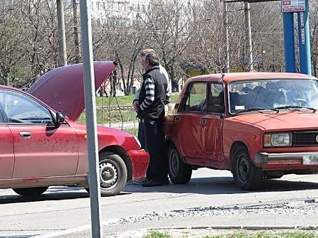 В Мариуполе на перекрестке без светофора не разъехались две легковушки (ФОТО), фото-11